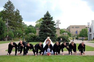 funny wedding pic idea